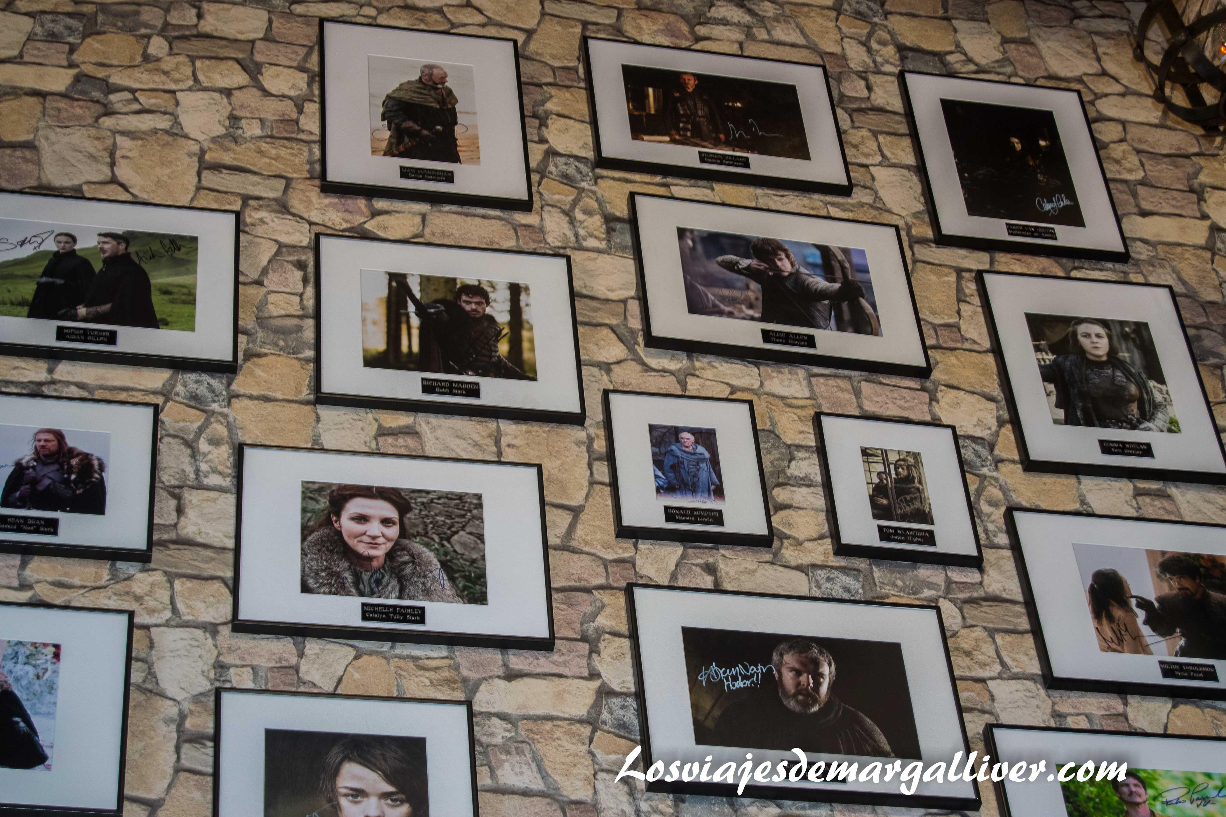 Autografos del museo de Juego de Tronos de Osuna en la ruta de juego de tronos - Los viajes de Margalliver